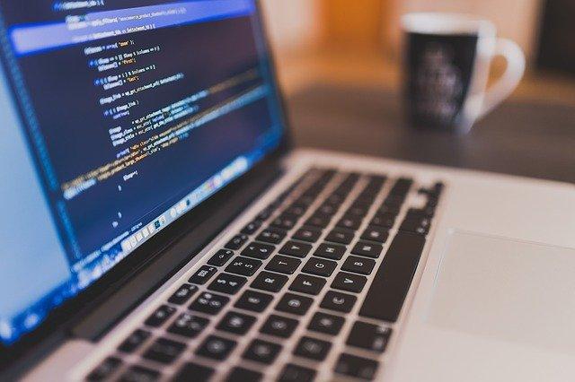 【初心者からのプログラミング学習法|独学かスクールどちらが良い?】