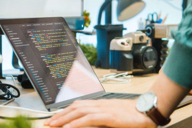 プログラミングは転職希望者には向いているが、副業には向かない7つの理由