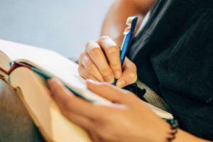 大人の勉強は受け身ではなく主体的に学ぶことが重要
