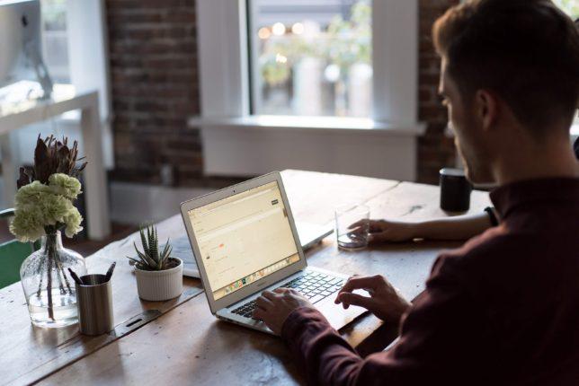webライティングはスキルなしの人でも場所と時間を選ばずににできる理想の副業
