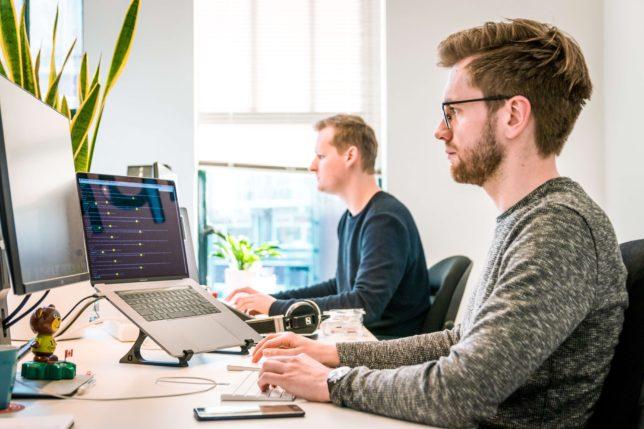 ウェブライティングで稼ぎながらプログラミングやデザインを学ぶ