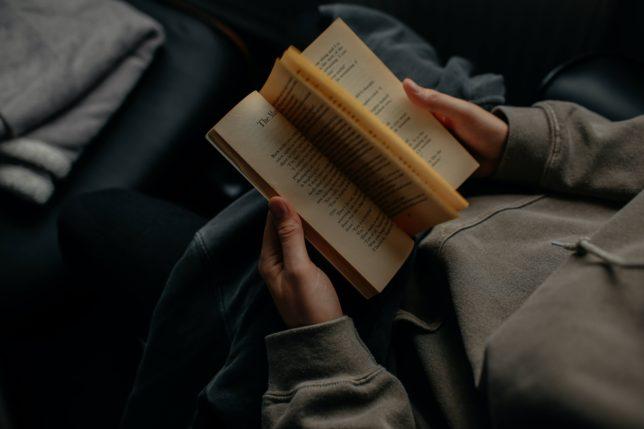 本を読みたいけど買いに行けない!ステイホーム期間に無料で本を読む4つの方法